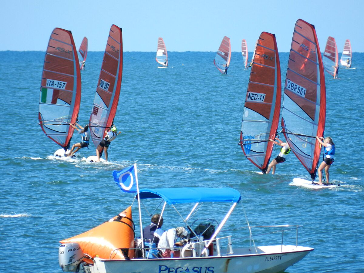 Girls Fleet heading back down to leeward gate